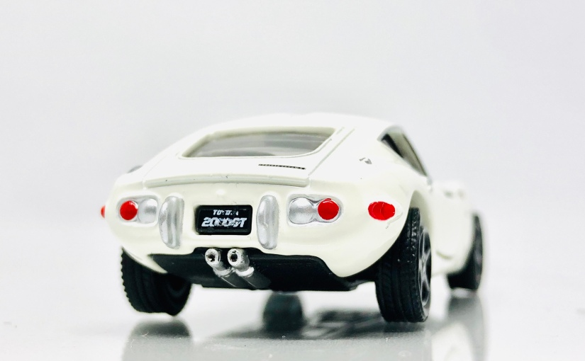 Random Finds: Tomica Toyota 2000GT vs. Hot Wheels Ford Escort 2019